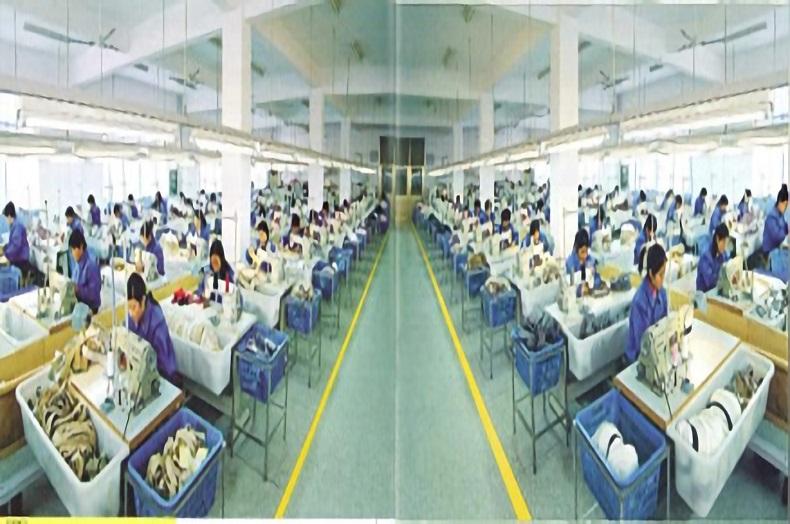 200名体制で、1日3500個の帽子生産が可能です。